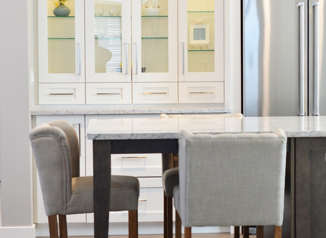 apartment-cabinet-chairs-373541(1)